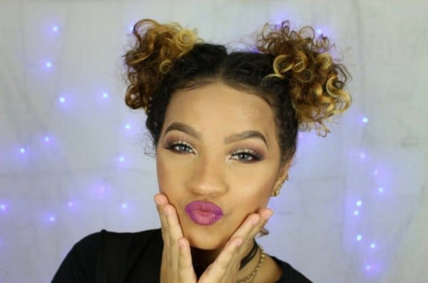 space buns lockiges haar