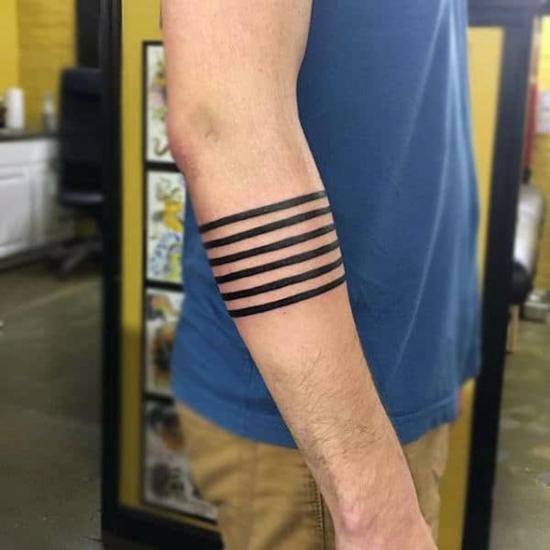 streifen armband tattoo männer blackwork