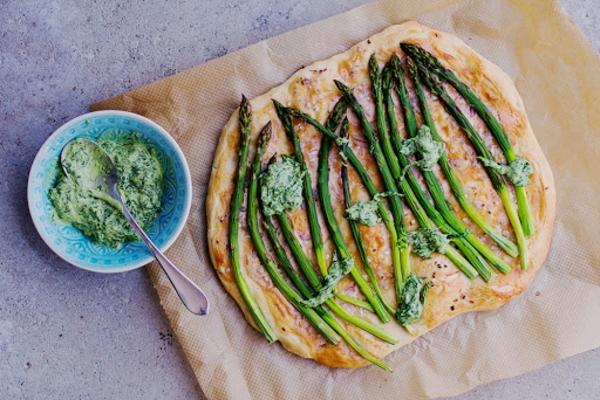 vegane rezepte mit grünem spargel flammkuchen