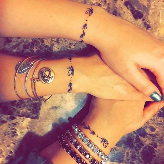 zarte armband tattoo ideen freundschaftstattoos