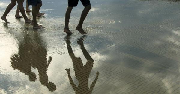 10000 schritte am tag am strand spazieren gehen