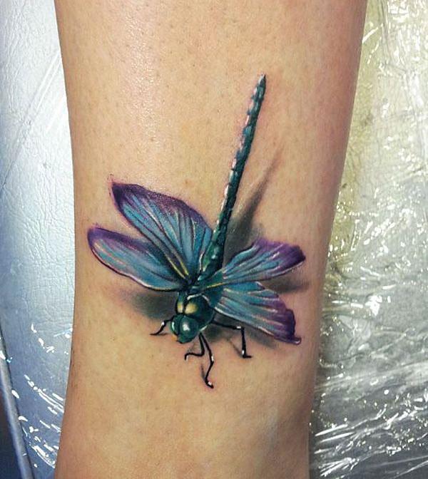 3d tattoo fußschenkel libelle