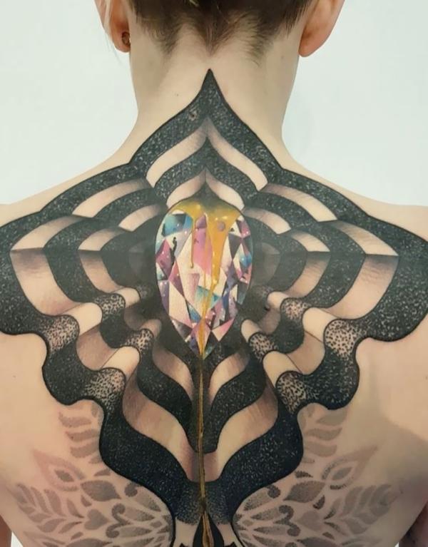 3d tattoo rücken abstrakt