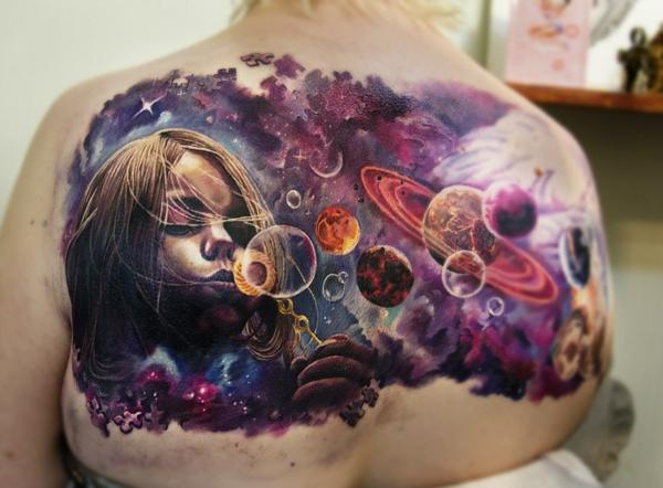 3d tattoo rücken bunte tätowierung universum