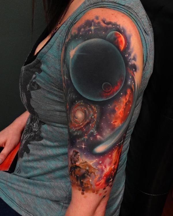 3d tattoos oberarm weltall