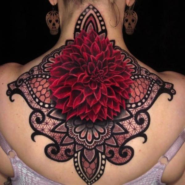 3d tattoos rücken nacken damen dahlie