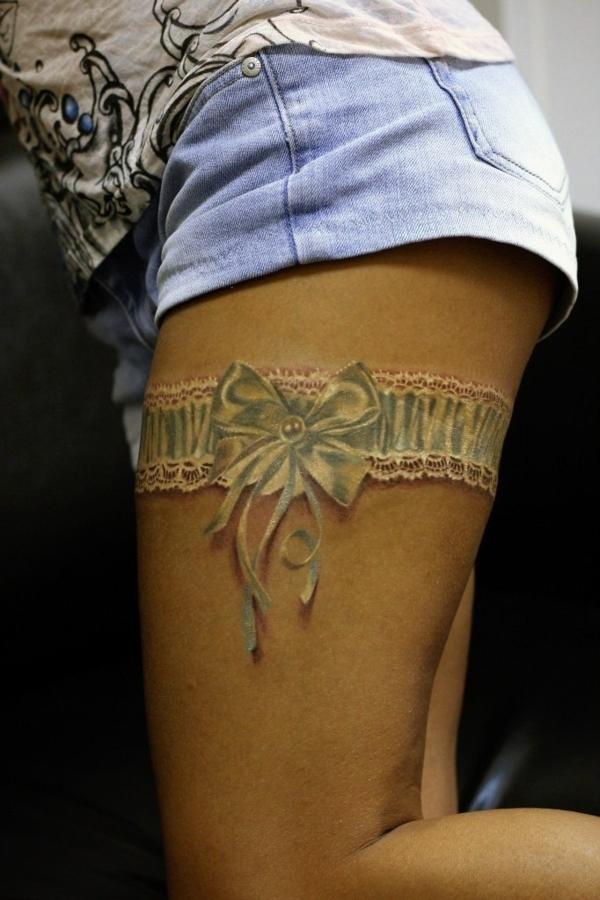 3d tattoos trend damen tätowierung oberschenkel