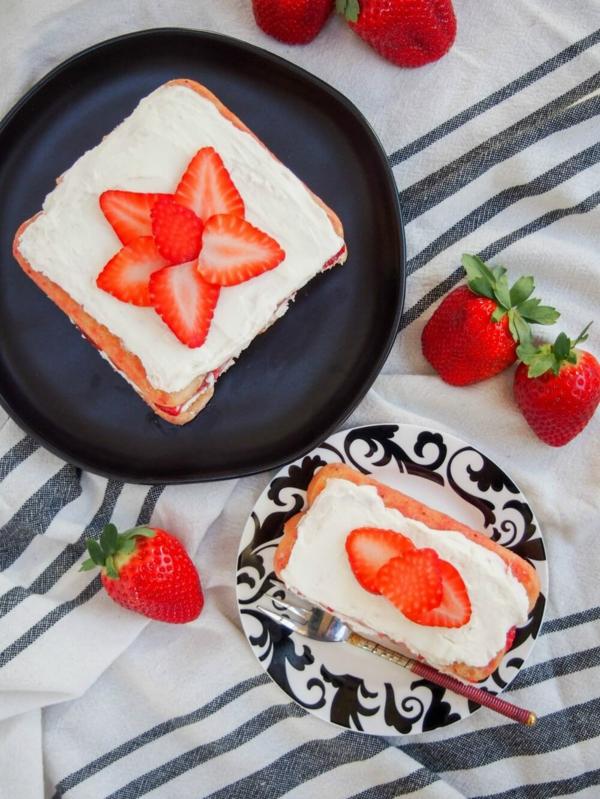 Erdbeer-Tiramisu im Glas Löffelbiskuits mit Mascarpone und Erdbeeren