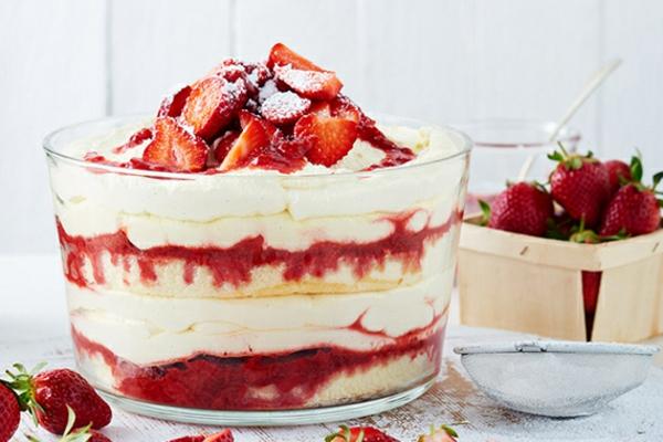 Erdbeer-Tiramisu im Glas Sommerdesserts Ideen Sommerfrüchte