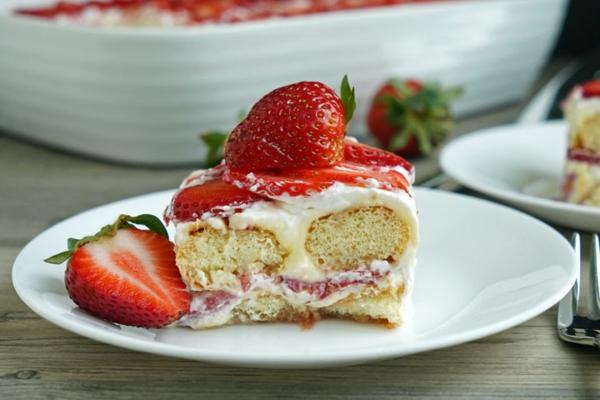 Erdbeer-Tiramisu im Glas frische Erdbeeren Sommerdesserts