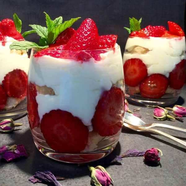 Erdbeer-Tiramisu im Glas zubereiten