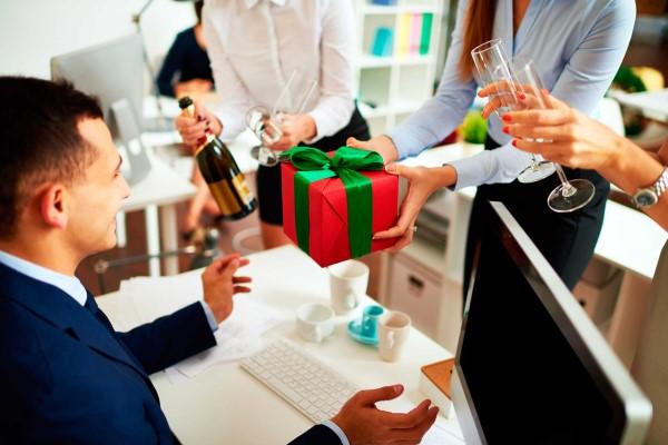 Firmengeschenke und worauf Sie bei der Wahl achten müssen geschenke arbeit unternehmen