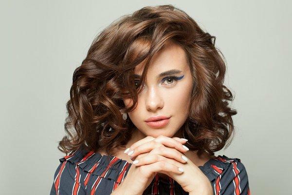 Frisuren für schmale Gesichter Haartrends Haarschnitt schulterlang Locken