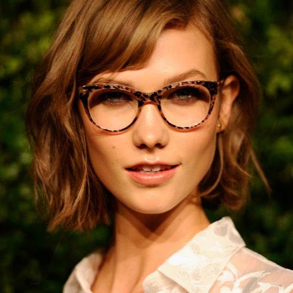 Frisuren für schmale Gesichter Haartrends Long Bob Brillen