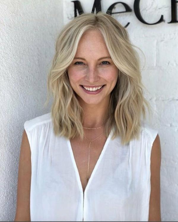 Frisuren für schmale Gesichter Haartrends schulterlange Frisur Wellen