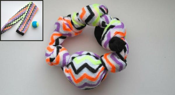 Hundespielzeug aus alten Socken basteln Knotenring