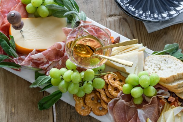 Käseplatte dekorieren – Tipps für eine perfekte Vorspeise käse platte italienisch