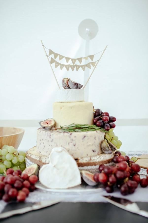 Käseplatte dekorieren – Tipps für eine perfekte Vorspeise käse torte anlässe hochzeit