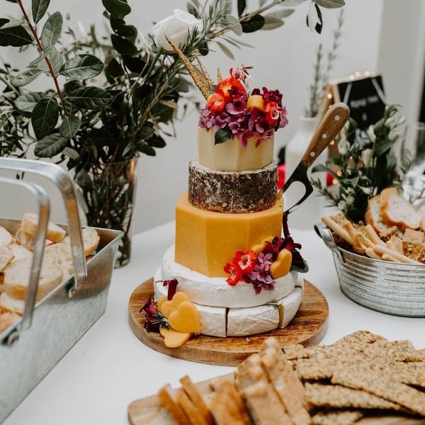 Käseplatte dekorieren – Tipps für eine perfekte Vorspeise käse torte ideen hochzeit