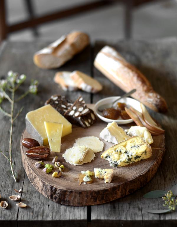 Käseplatte dekorieren – Tipps für eine perfekte Vorspeise käsebrett ideen lecker köstlich