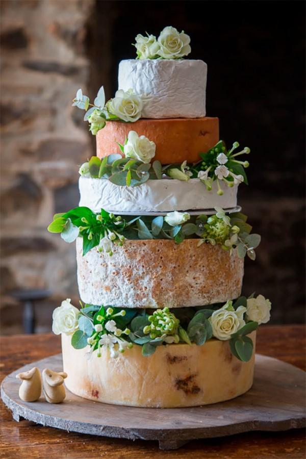 Käseplatte dekorieren – Tipps für eine perfekte Vorspeise käsetorte idee hochzeit