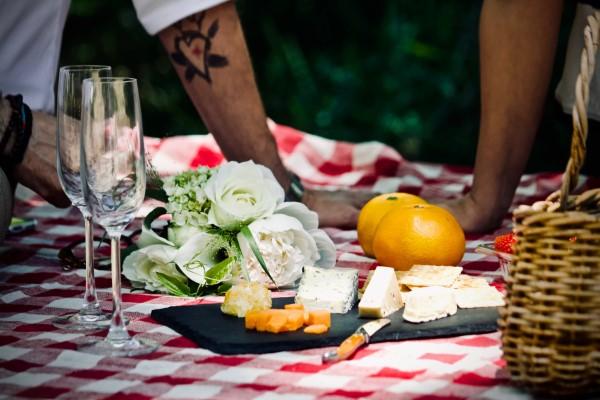 Käseplatte dekorieren – Tipps für eine perfekte Vorspeise picknick käse platte
