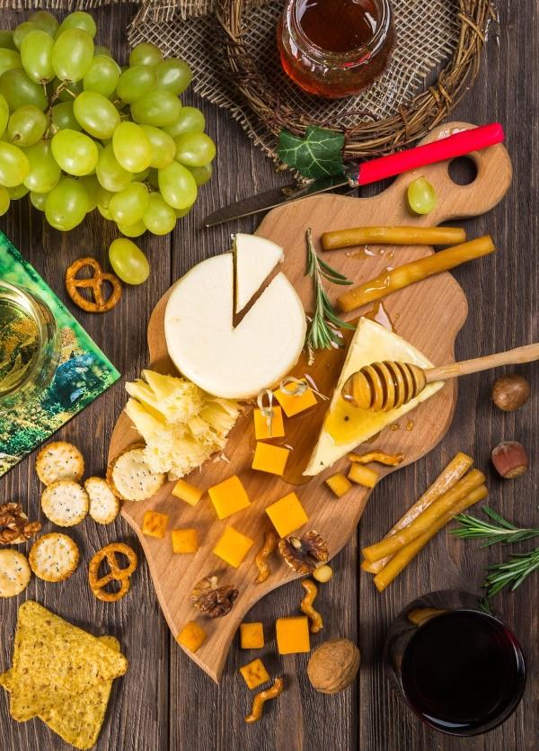 Käseplatte dekorieren – Tipps für eine perfekte Vorspeise schöne käse platte diy