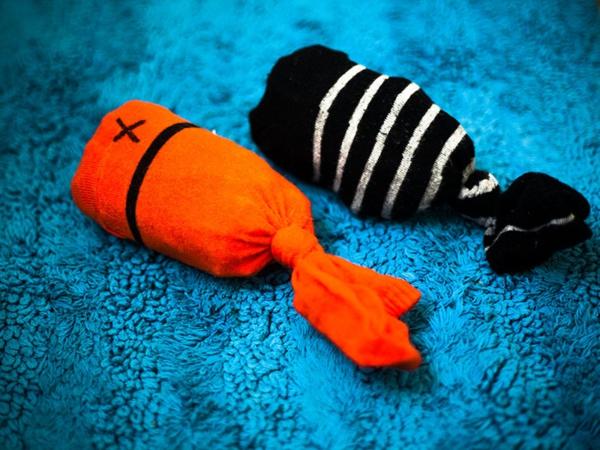 Katzenspielzeug basteln Socken Fische