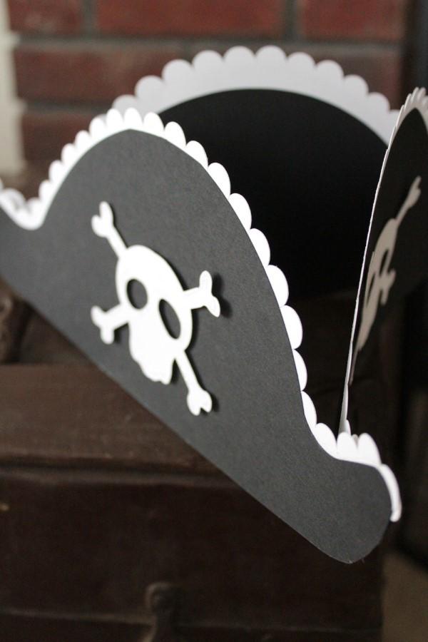 Piratenhut basteln mit Kindern – coole Ideen für Ihre nächste Kostümparty dreispitz hut diy idee