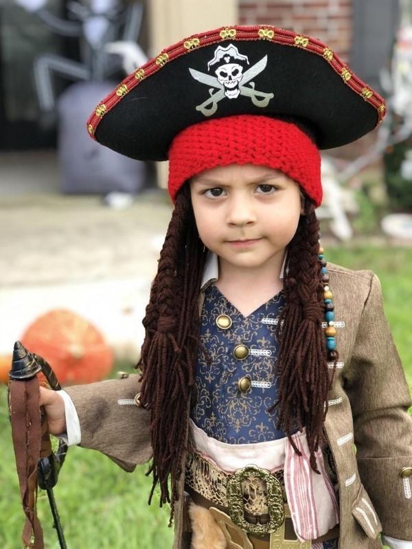Piratenhut basteln mit Kindern – coole Ideen für Ihre nächste Kostümparty jack sparrow kind kostüm
