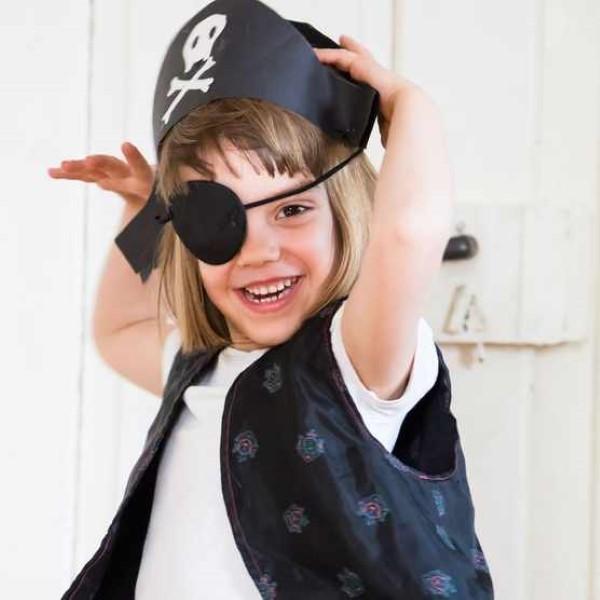 Piratenhut basteln mit Kindern – coole Ideen für Ihre nächste Kostümparty mädchen piraten kostüm