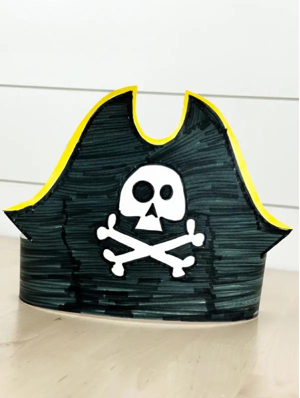 Piratenhut basteln mit Kindern – coole Ideen für Ihre nächste Kostümparty pirat kostüm hut tricorn