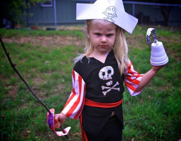 Piratenhut basteln mit Kindern – coole Ideen für Ihre nächste Kostümparty piraten kostüm idee kind