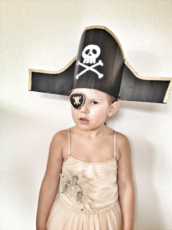Piratenhut basteln mit Kindern – coole Ideen für Ihre nächste Kostümparty piraten kostüm rustikal