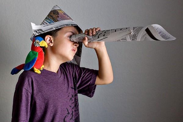 Piratenhut basteln mit Kindern – coole Ideen für Ihre nächste Kostümparty zeitungspapier diy kostüm idee