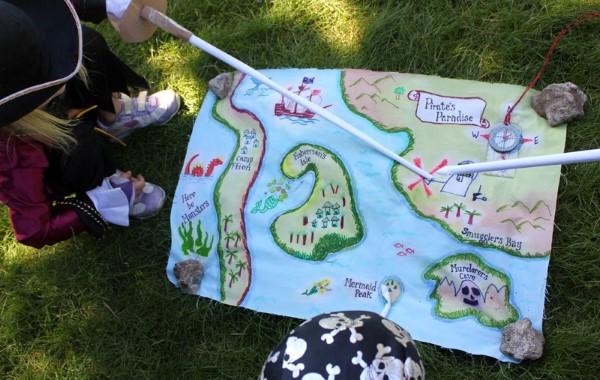 Schatzkarte basteln – kreative Ideen für Ihre nächste Piratenparty karte groß kinder party