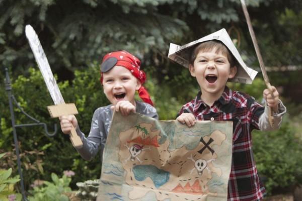 Schatzkarte basteln – kreative Ideen für Ihre nächste Piratenparty piraten banditen karte party