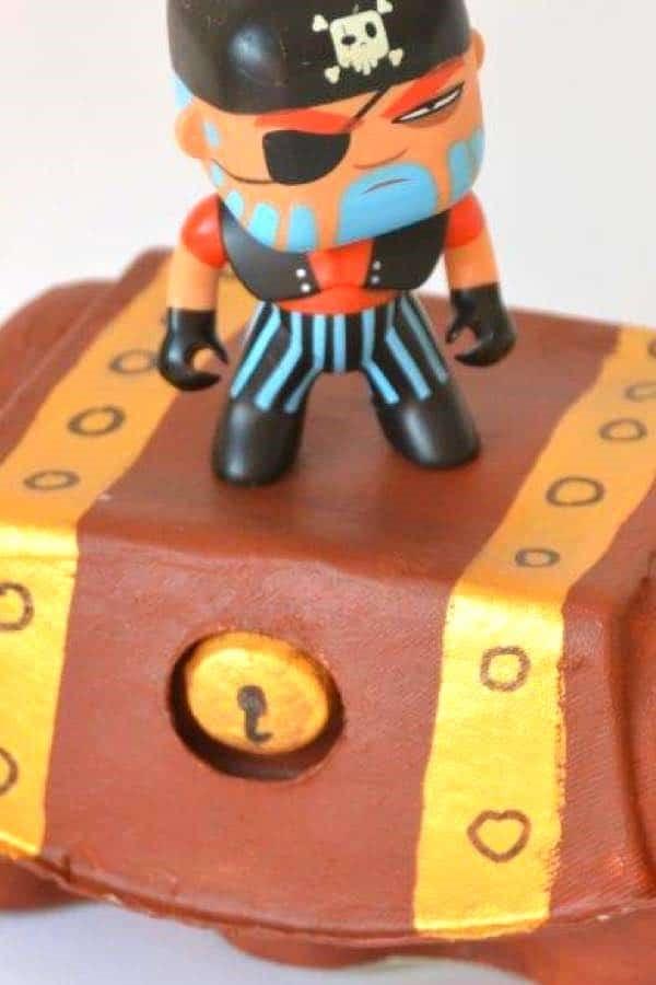 Schatzkiste basteln mit Kindern – lustige Ideen und Anleitung für Ihre Piratenparty eierkarton idee
