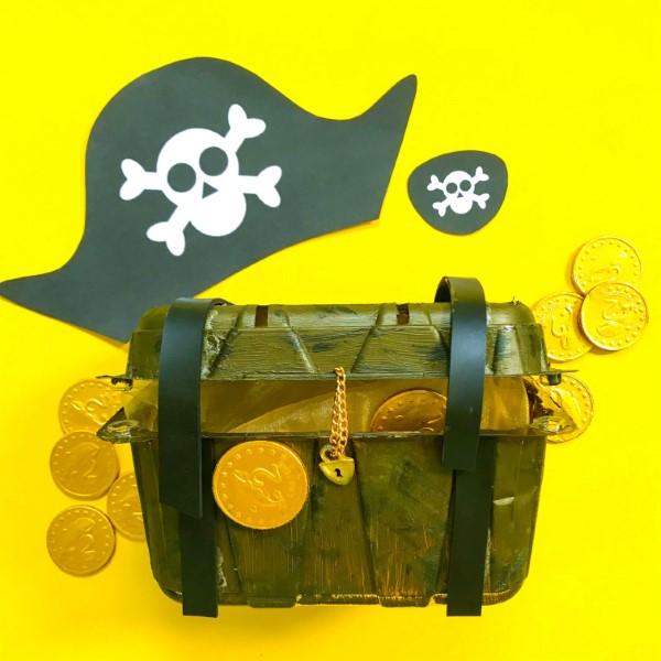 Schatzkiste basteln mit Kindern – lustige Ideen und Anleitung für Ihre Piratenparty gold münzen kunststoff recyceln
