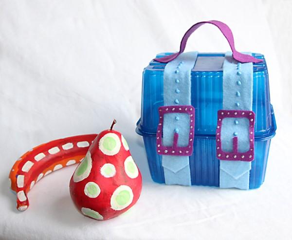 Schatzkiste basteln mit Kindern – lustige Ideen und Anleitung für Ihre Piratenparty lustige bunte idee schatztruhe kunststoffverpackung
