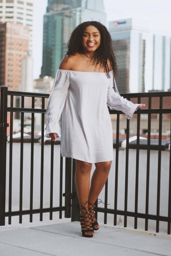 Schlankmachende festliche Kleider – wie optische Täuschungen Sie schlanker machen können schulterfreies kleid schön elegant
