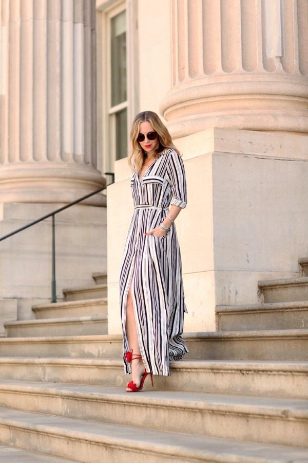 Schlankmachende festliche Kleider – wie optische Täuschungen Sie schlanker machen können streifen kleid frau schlank