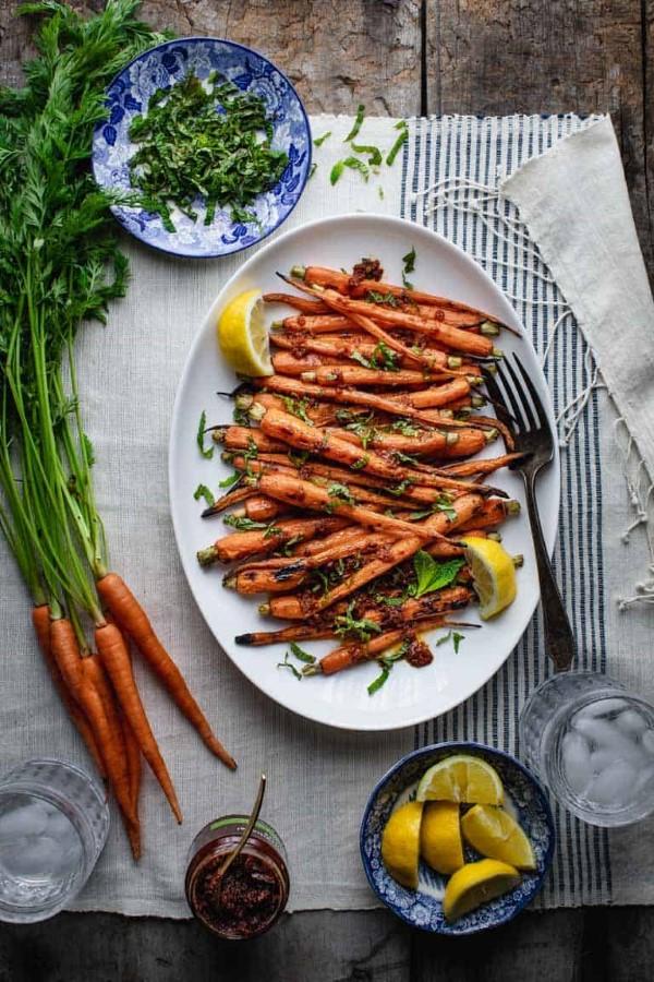 Sommerliche Salate zum Grillen und Genießen – köstliche und gesunde Rezeptideen gegrillte karotten möhren