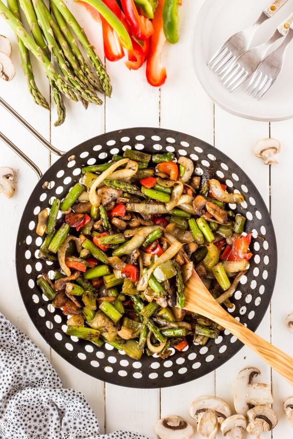 Sommerliche Salate zum Grillen und Genießen – köstliche und gesunde Rezeptideen grill wok ideen rezept