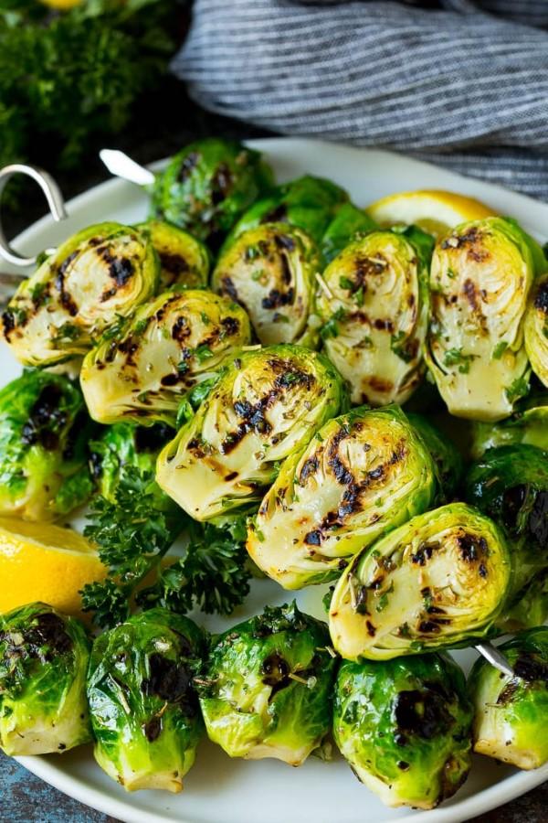 Sommerliche Salate zum Grillen und Genießen – köstliche und gesunde Rezeptideen kohlsprossen spieße