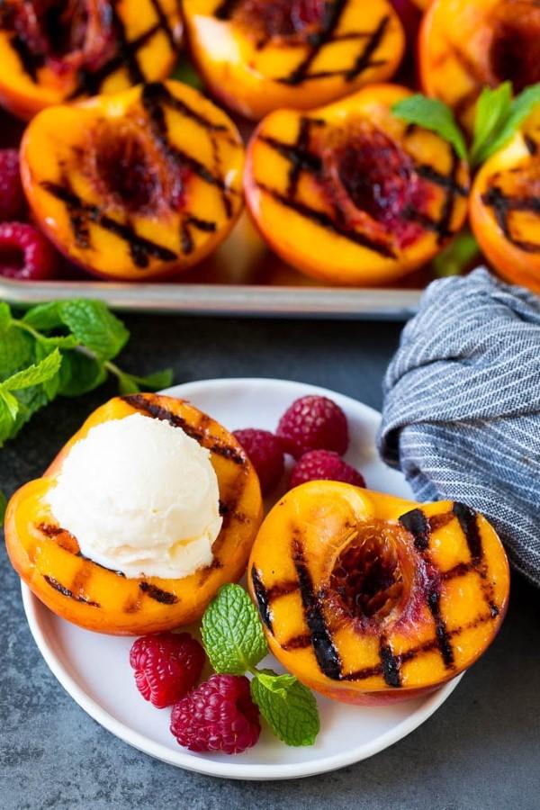 Sommerliche Salate zum Grillen und Genießen – köstliche und gesunde Rezeptideen pfirsiche grillen lecker