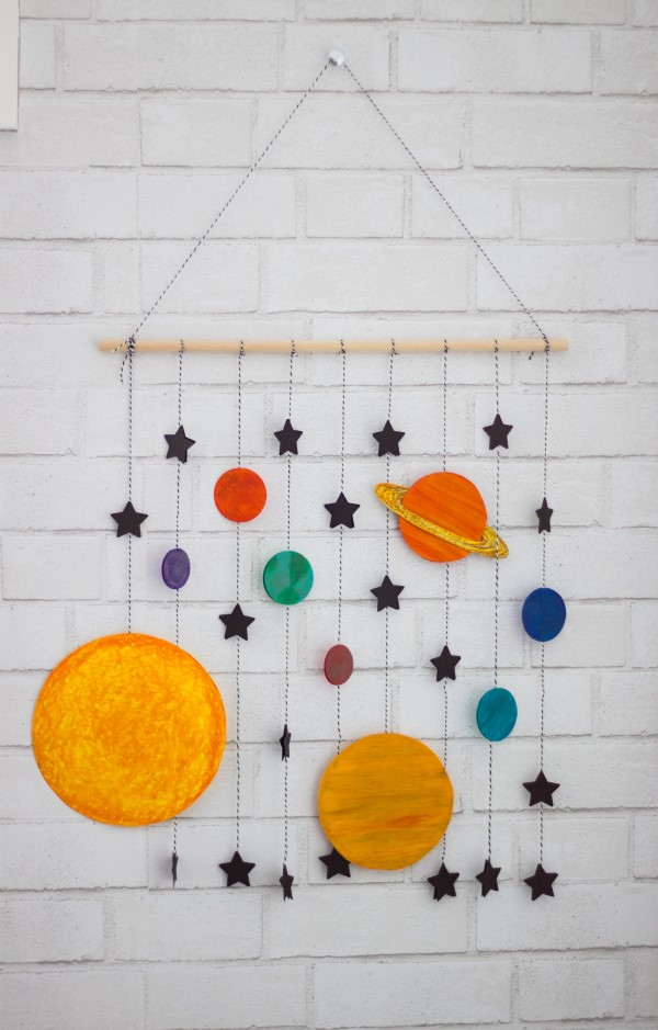 Sonnensystem basteln – kinderleichte Ideen, Anleitung und Wissenswertes über die Planeten wanddeko diy papier ideen