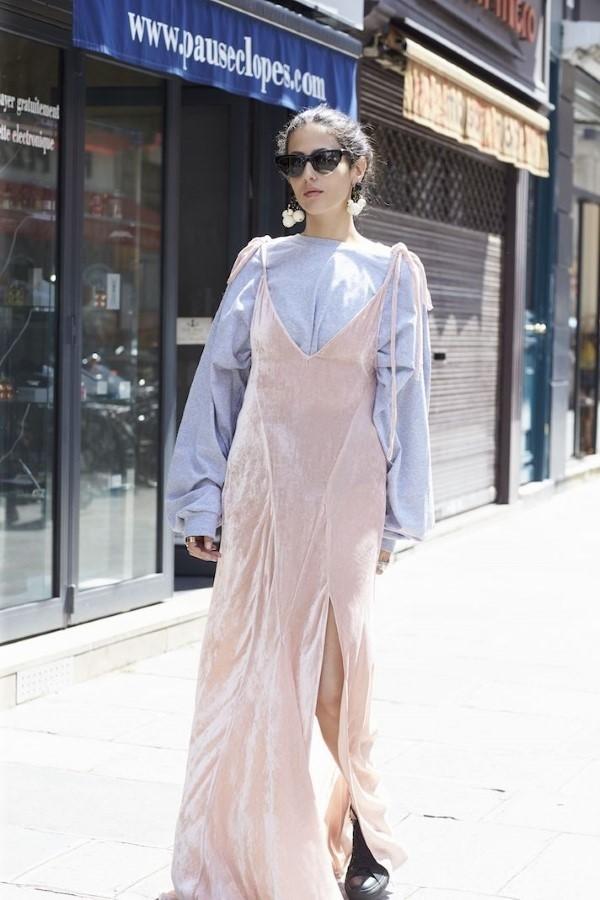 Spaghettiträger Kleid – so tragen Sie dieses trendige Sommerkleid richtig rosa kleid hemd