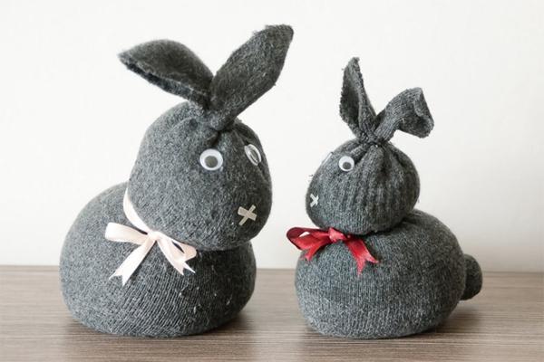 Spielzeug basteln mit Socken Osterhasen basteln