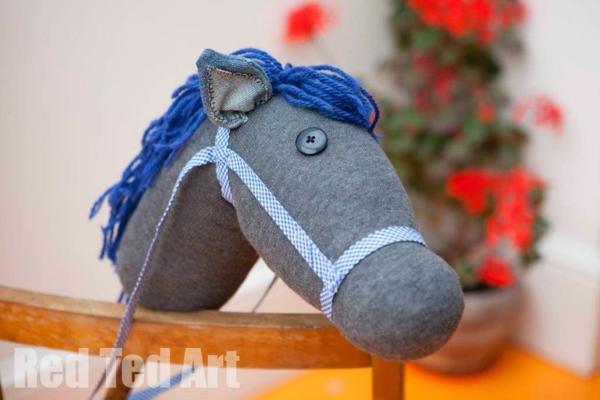Spielzeug basteln mit Socken Stofftiere Pferd